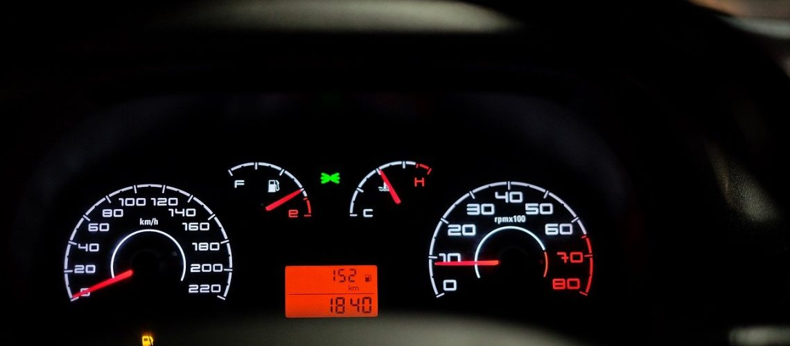 car-dashboard-2667434_1280