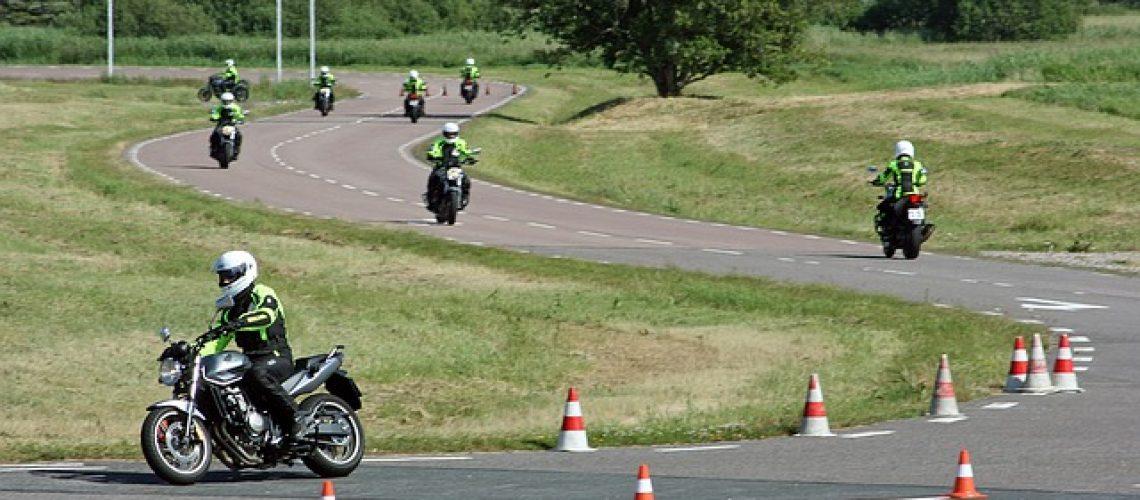 motocycle-1248339_640
