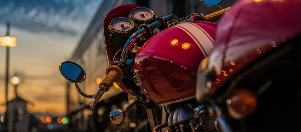 motorcycle-2186589_1280